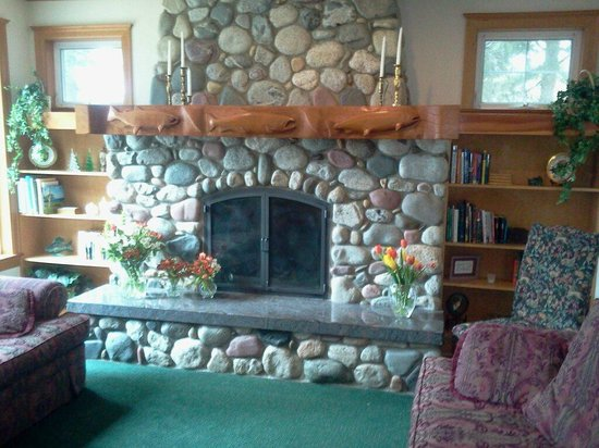 Selah Inn: Sitting room, we got married in front of the fireplace
