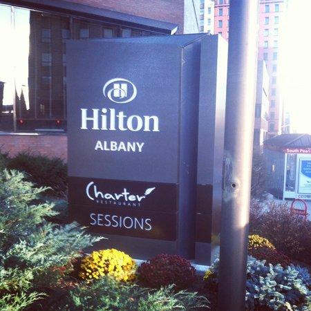 Hilton Albany: Grounds