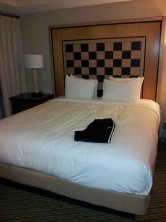 Hilton Orlando Lake Buena Vista - Disney Springs™ Area: Clean comfy bed