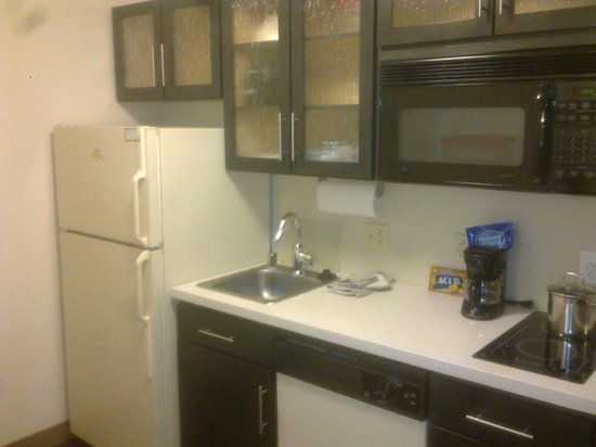 Candlewood Suites Phoenix: Kitchen