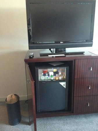 The Westin Richmond: Mini Bar in Bedroom & TV