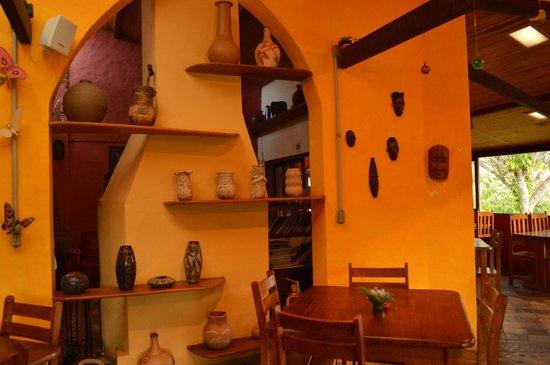 Pousada do Capao: area de café e hall de entrada