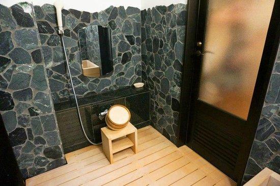 Rangetsu: 淋浴區