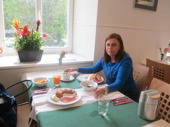 Walhalla Hotel: Caf;e da manhã ;e um almoço delicioso.