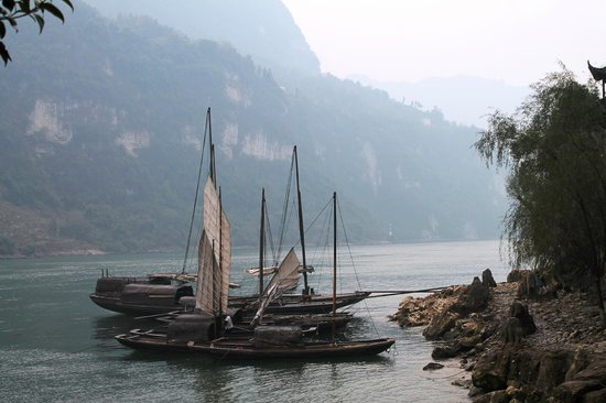 Yangtze River: Beautiful views, distorted by the smog