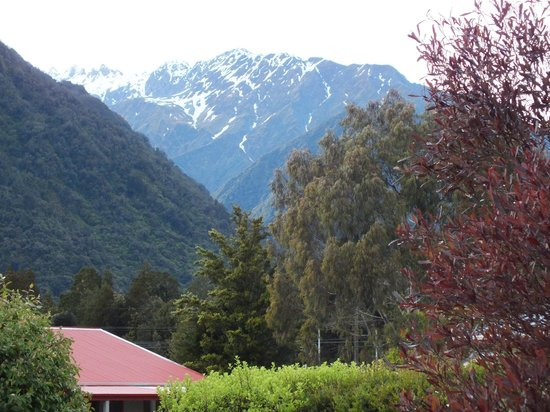 Franz Josef TOP 10 Holiday Park: View from the verandah