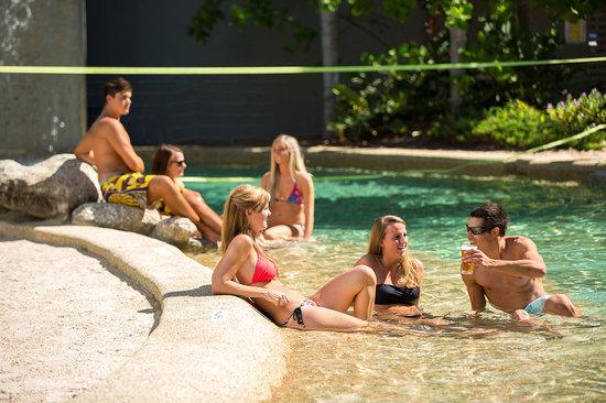 Gilligans Backpackers Hotel & Resort: Pool