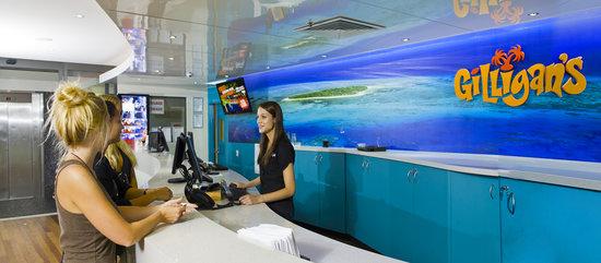 Gilligans Backpackers Hotel & Resort: Front Desk