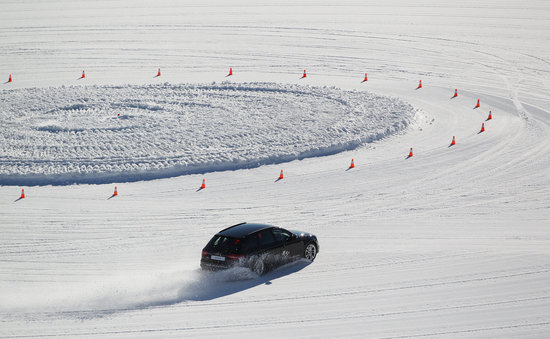 Snow Park NZ: Corporate Ice Driving