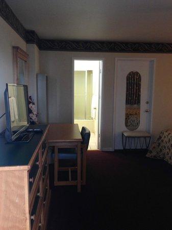 Travelers Inn & Suites: 2013 2Bed