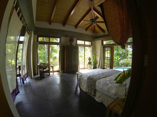 Prana Rainforest Retreat: Stunning bedroom.