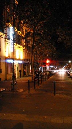 Grand Hotel Dore: Вечером очень красиво и тихо