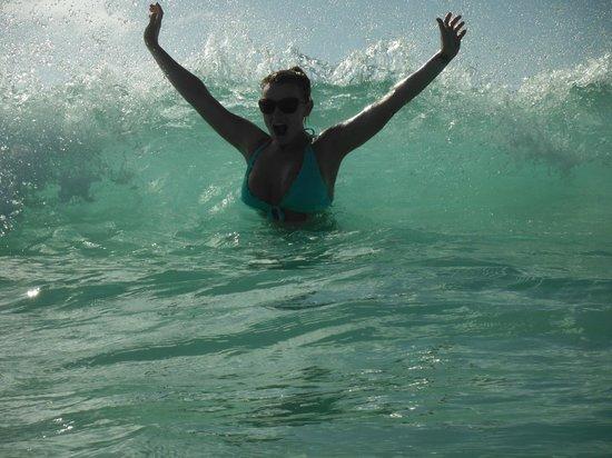 Boardwalk Hotel Aruba: waves