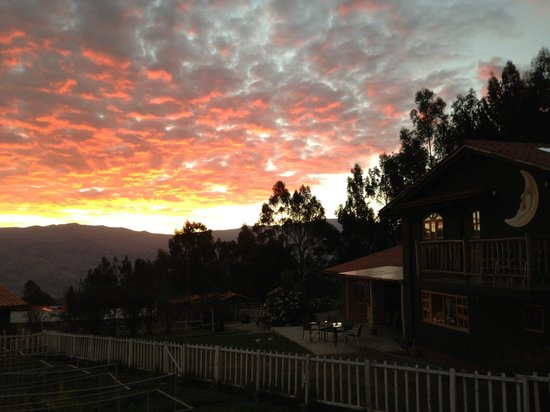 The Lazy Dog Inn: Sunset at LDI overlooking the valley