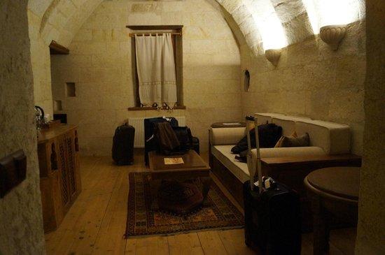 Fresco Cave Suites & Mansions: TV room