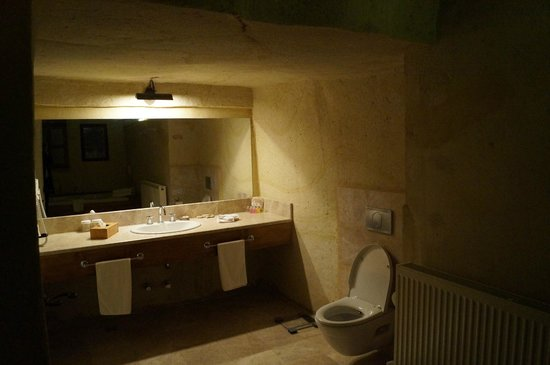 Fresco Cave Suites & Mansions: Bathroom