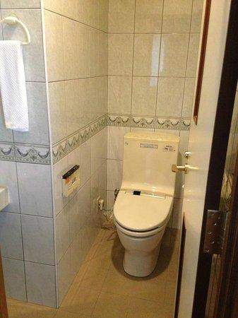 BEST WESTERN Naha Inn: toilet