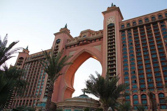 Atlantis, The Palm: EL ARCO DEL HOTEL