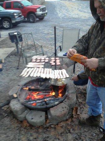 Trails Lodging: Making breakfast