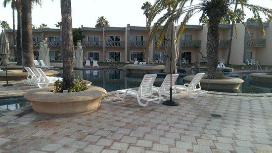 Estero Beach Hotel & Resort : Pool Area with swim up bar