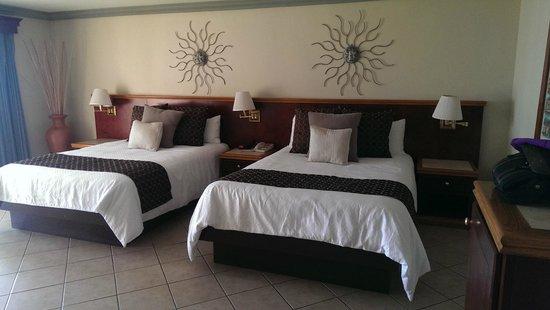 Estero Beach Hotel & Resort : Beds