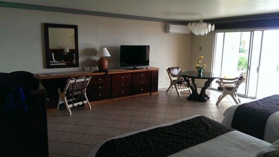 Estero Beach Hotel & Resort : Sitting area in room