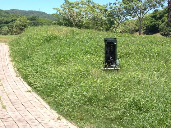 """Marina Ixtapa Golf Club : """"Power off the tee"""" - or just open electrical boxes."""