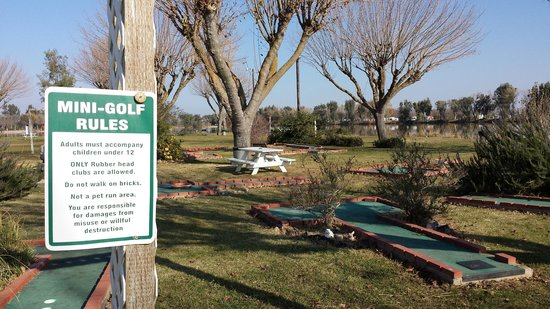 Lake Minden RV Resort: Mini Golf Area