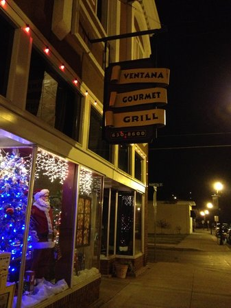 Ventana Gourmet Grill: Evening view during holiday season