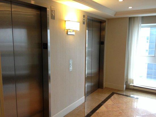 Delta Hotels Montreal: Elevators