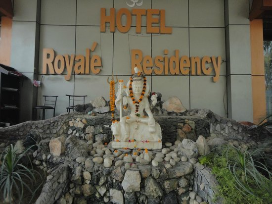 Hotel Royale Residency: Front of hotel