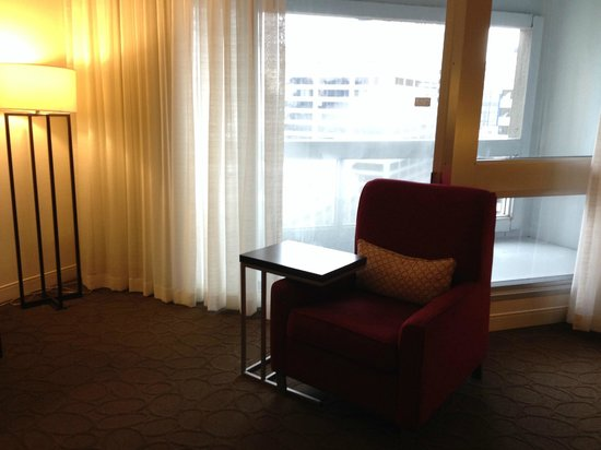 Delta Hotels by Marriott Montreal: Chair and dinner table for one