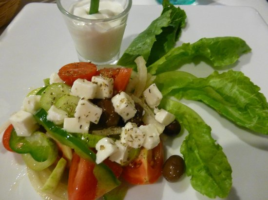 Mamma Mia & Pizza Mia : Greek salad, not worth the 290 Baht