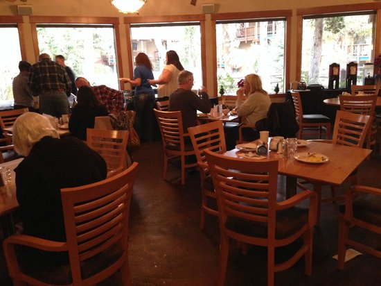Shilo Inn Suites Hotel - Bend: Breakfast Room