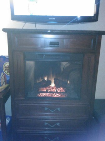 Dynasty Suites Redlands: Electric fireplace