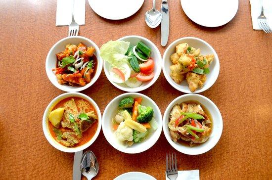 Hotel Sandakan: Palm Cafe - Buffet
