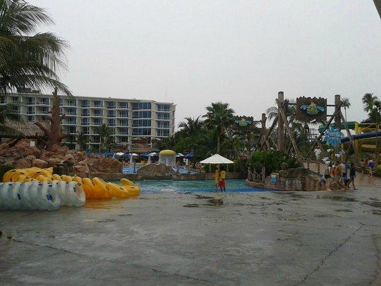 Centara Villas Phuket : около отеля