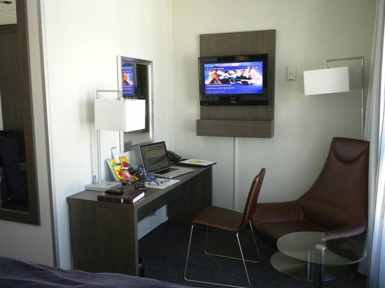 Scandic Victoria: Desk and TV