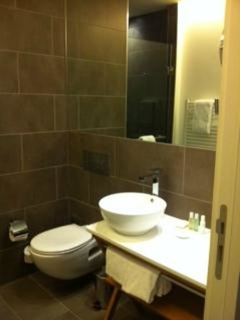 Crowne Plaza Berlin - Potsdamer Platz: Bathroom
