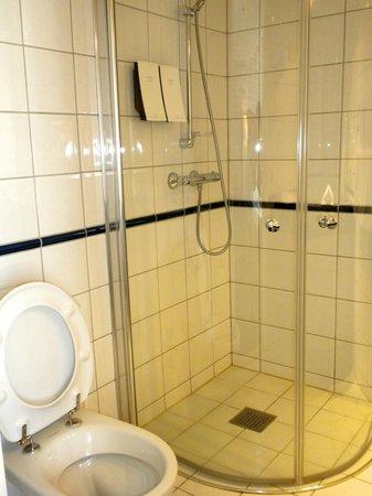 Scandic Victoria: Shower booth
