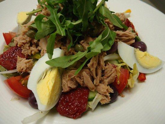 Harpers Restaurant : Delicious tuna salad