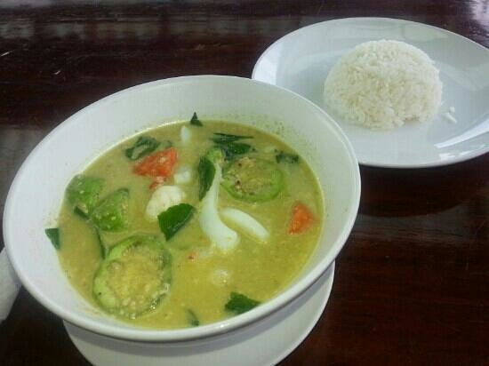 Catfish Bookshop & Restaurant: seafood green curry