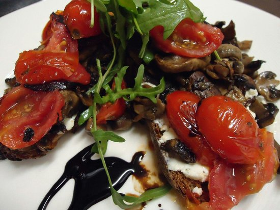 Harpers Restaurant : Amalfie toast- Rye toast topped with a goats cheese spread, sauteed mushrooms and cherry tomatoe