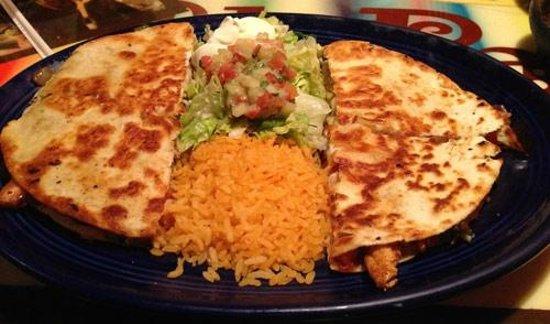 El Paso Mexican Restaurant: Huge and delicious Chicken Fajitas Quessadillas