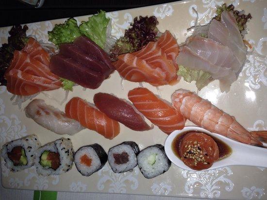 Amicosushi: Sushi e sashimi misto