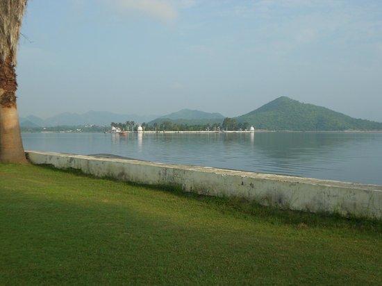 Rampratap Palace: Lawn.....
