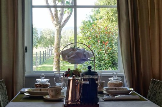 Hillsfield House Bed and Breakfast Marlborough: Breakfast with a garden view