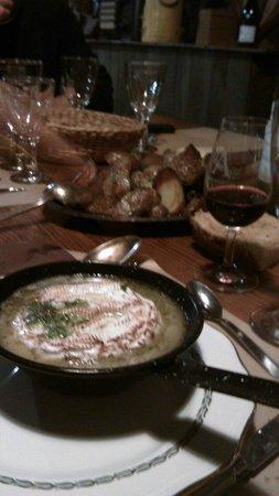 La Taverne a Bacchus : Camembert flambé au pastis et pomme au four