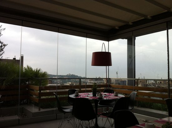 Fresh Hotel: Прекрасная панорама в буфете во время завтрака:)
