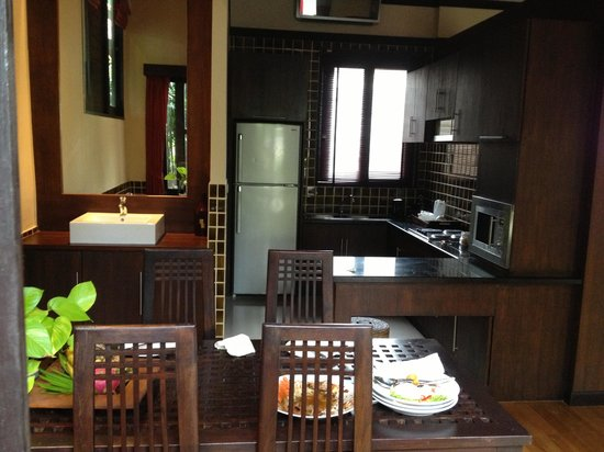 Kirikayan Luxury Pool Villas & Spa: Kitchen in upper building